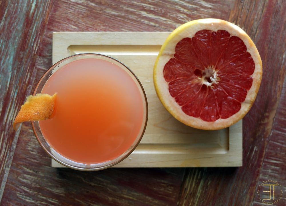 Spritz The Greyhound a summer and spring drink/cocktail recipe including grapefruit & gin with a bubbly twist. // www.ElleTalk.com