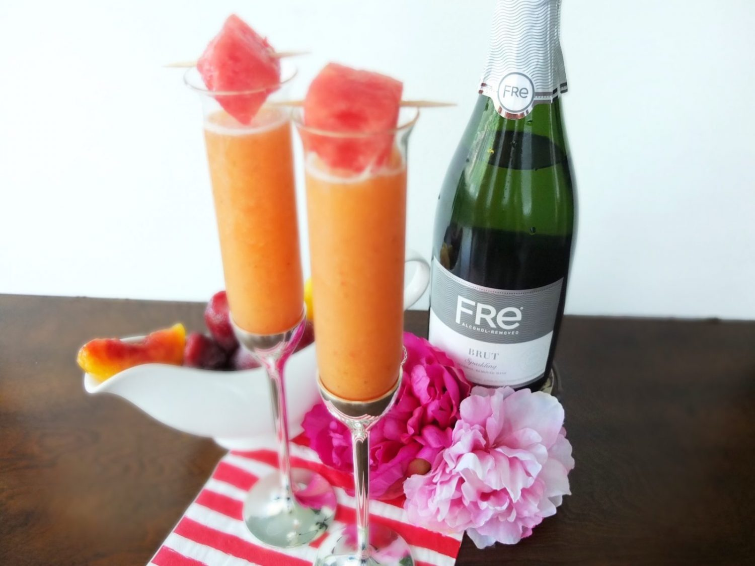 Msg 4 21+The perfect baby shower cocktail! This Babe-lini Mocktail is a fun spin on a Bellini, but since it