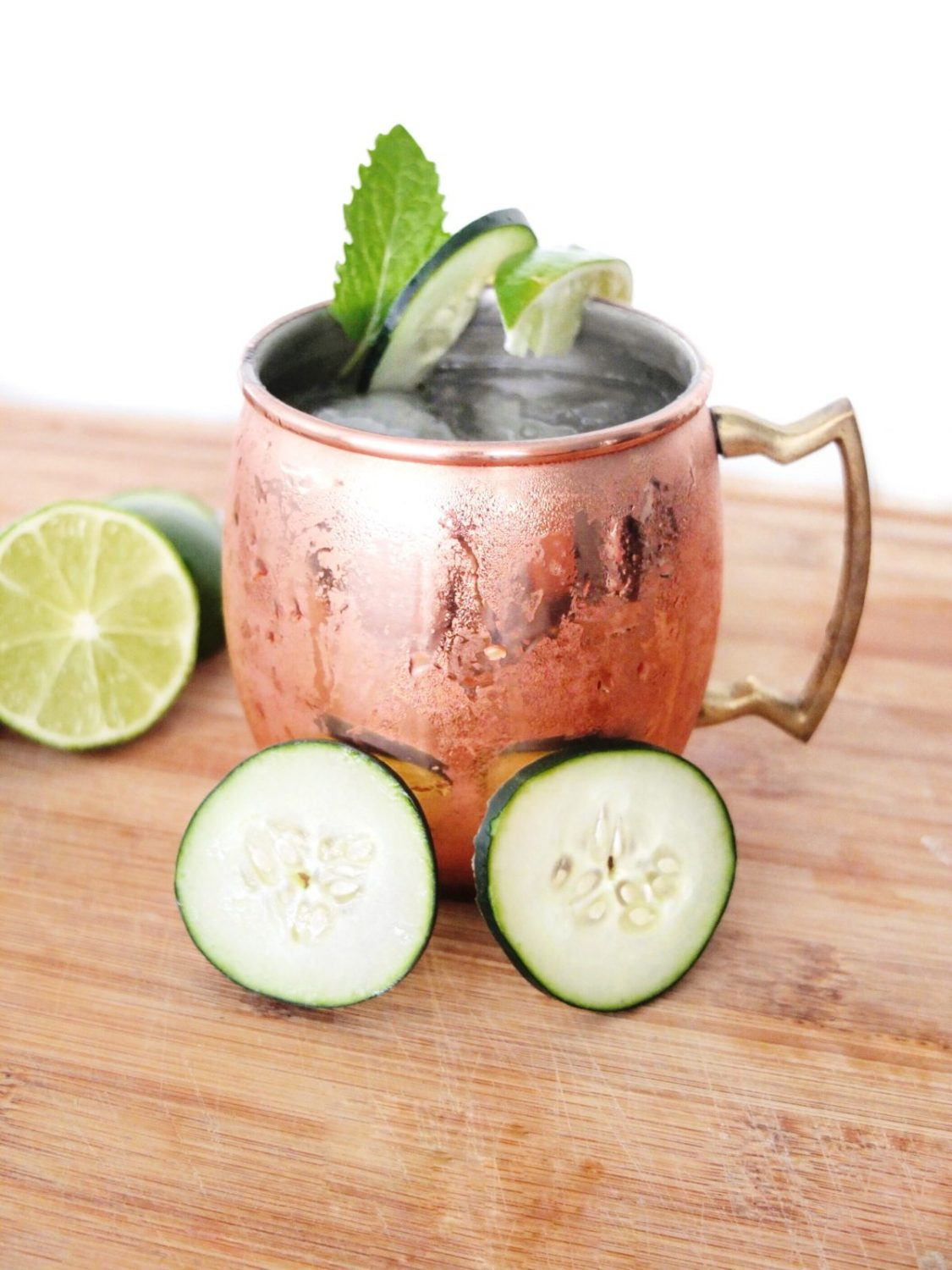 This cucumber Moscow mule is taste similar to spa water but in cocktail form! This easy to make cocktail takes cucumber, mint, lime, vodka, and ginger beer to make a delicious and refreshing cocktail for relaxing. Spa Water Mule. // www.ElleTalk.com