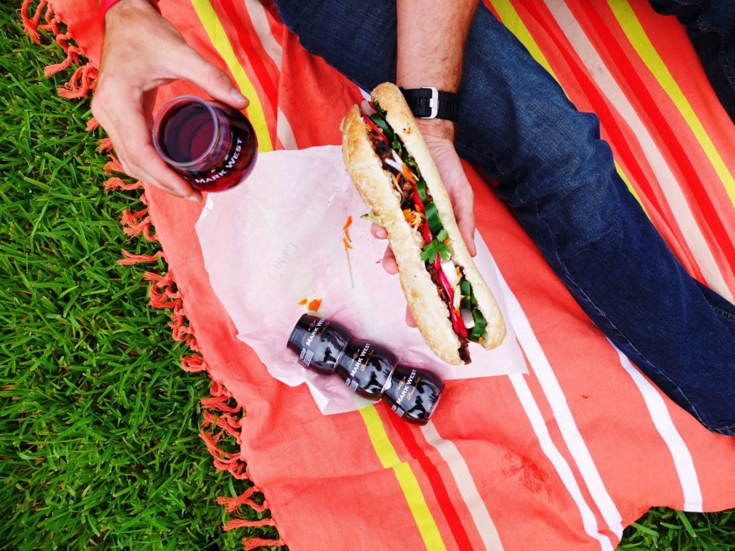 Msg 4 21+. Looking for an easy summer to-go date night recipe? This Garlic Steak Banh Mi is the perfect picnic recipe that is elegant yet easy to eat on the go. Paired with Mark West Pinot Noir single served glasses. #AD #ShareWine // www.ElleTalk.com