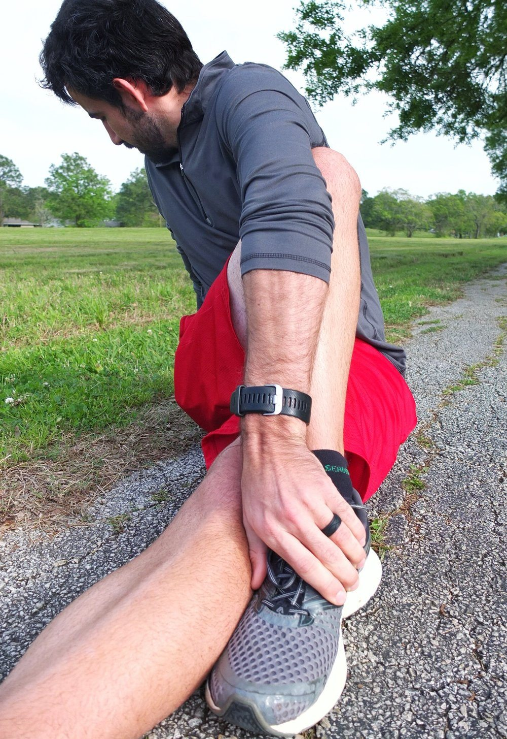 A how to prep for race day as a couple for a marathon, relay, or any other running event. With tips for stretching, Enso Rings, and carb loading.