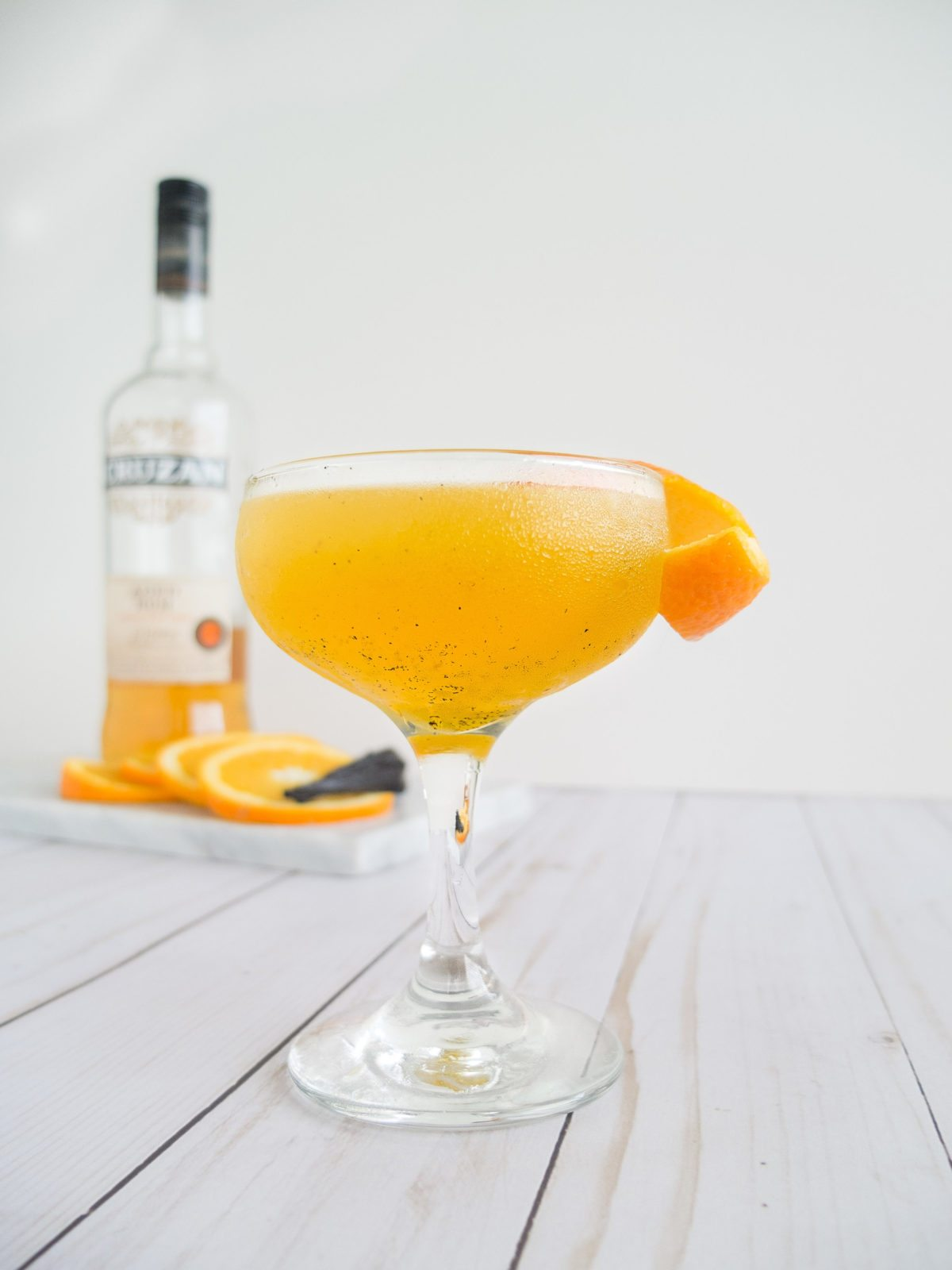 An adult take on a Dreamsicle Daiquiri drink recipe. This Vanilla Orange Daiquiri Cocktail is an easy rum cocktail that is sweet, bright, and warm. Using real vanilla beans, fresh orange juice, and dark rum to make a grown up version of an Orange and Vanilla Cocktail. Creamsicle Cocktail. Orange Creamsicle Cocktail. Easy Daiquiri. National Rum Day Cocktail. Dark Rum Cocktail. Easy Dark Rum Cocktail. Aged Rum Cocktail. Easy Aged Rum Cocktail. Best Rum Cocktail. // www.elletalk.com