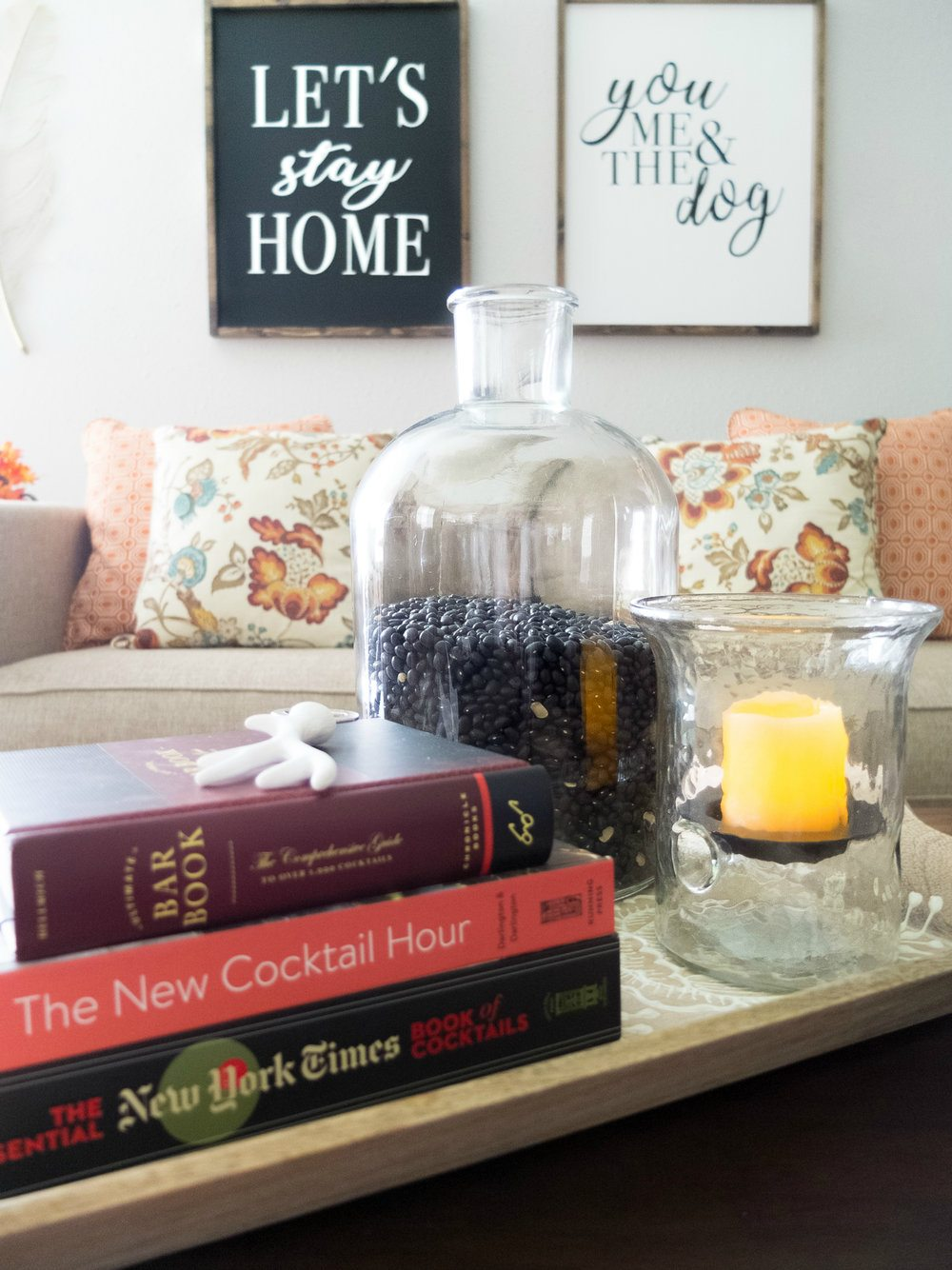 5 tips for decorating a cozy fall living room to refresh your living room for fall with World Market! Uses a blanket ladder, faux fur blankets, and edison bulb lambs. Fall Living Room Decor. Fall Fireplace. Fall Mantel. Fall Refresh. #ad #WeKnowSmall #WorldMarketTribe // www.elletalk.com