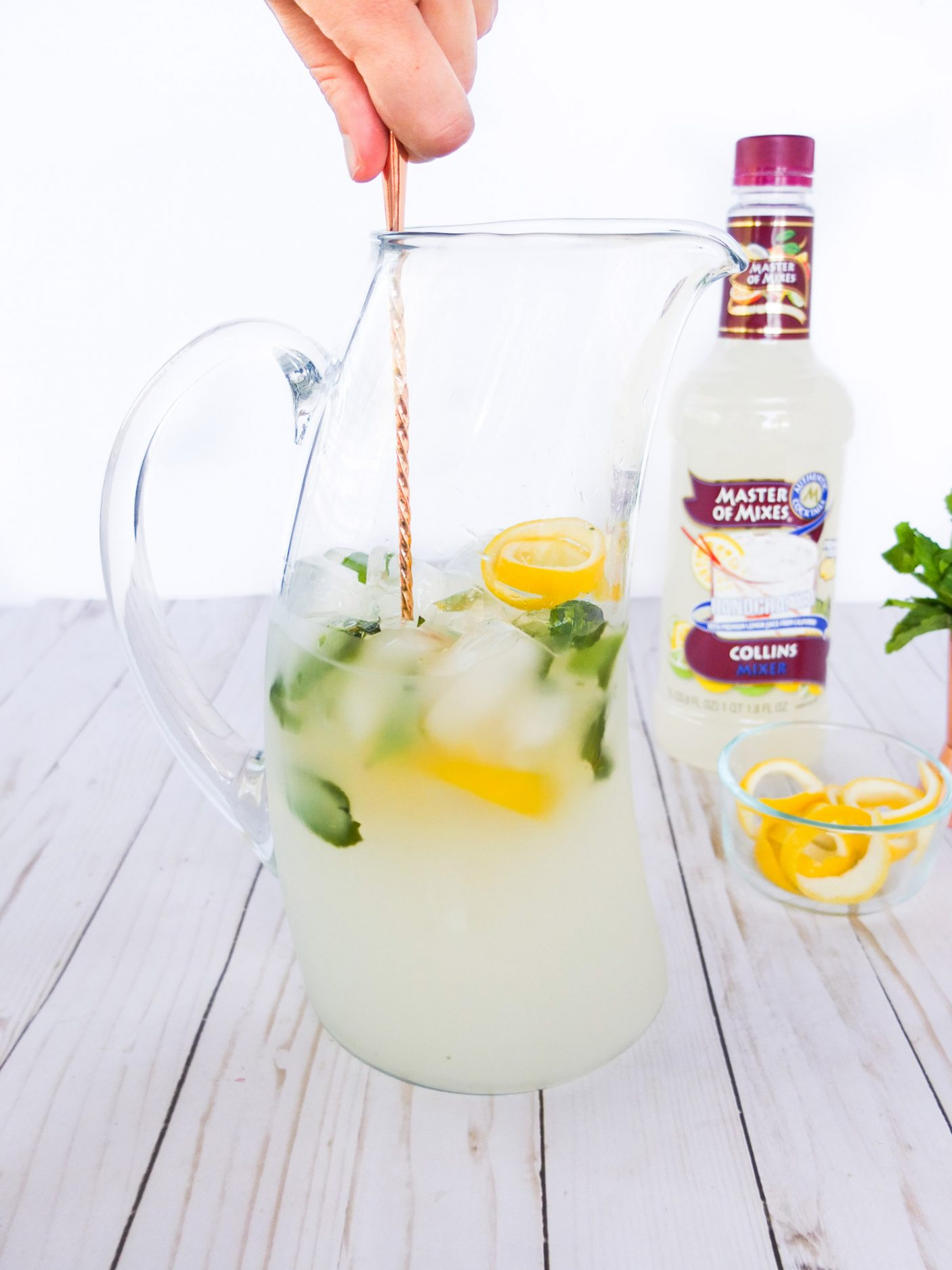 This big batch cocktail is a floral take on the classic Tom Collins drink. Made in a pitcher with Master of Mixes' Collins Mix it has notes of elderflower, mint, lemon and lime. Plus I share how to create big batch cocktails and my tips and tricks to making punch. Elle Talk