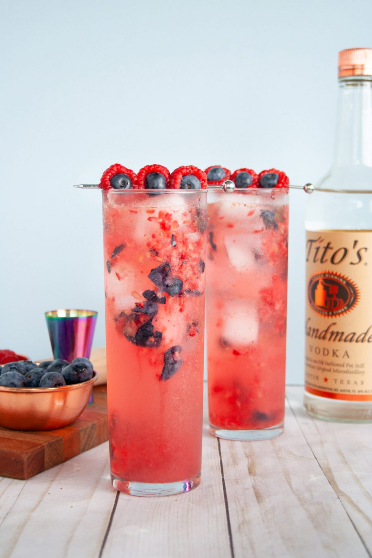 "Refreshing blueberry and raspberry cocktail made with vodka and sparkling lemonade inspired by Justin Timberlake's ""Braspberry"". Recipe for ages 21+. Easy summer cocktail, easy berry cocktail! 