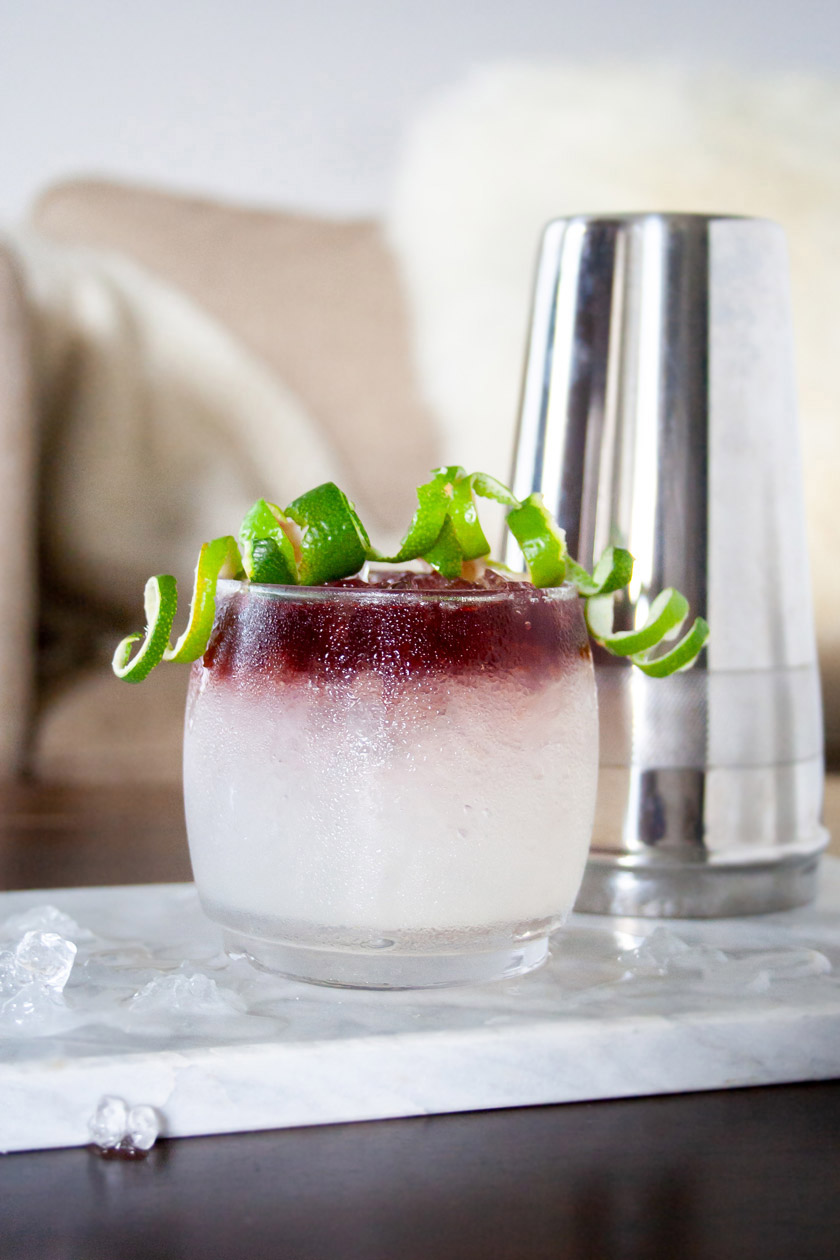 Fresh lime margarita with a port float on top. Similar to a frozen swirled margarita made with sangria. This tequila cocktail is light, crisp, and slightly sweet. | Elle Talk | #ElleTalk #cocktails #drinks #tequila #drinkrecipes #cocktailrecipes #liqpic