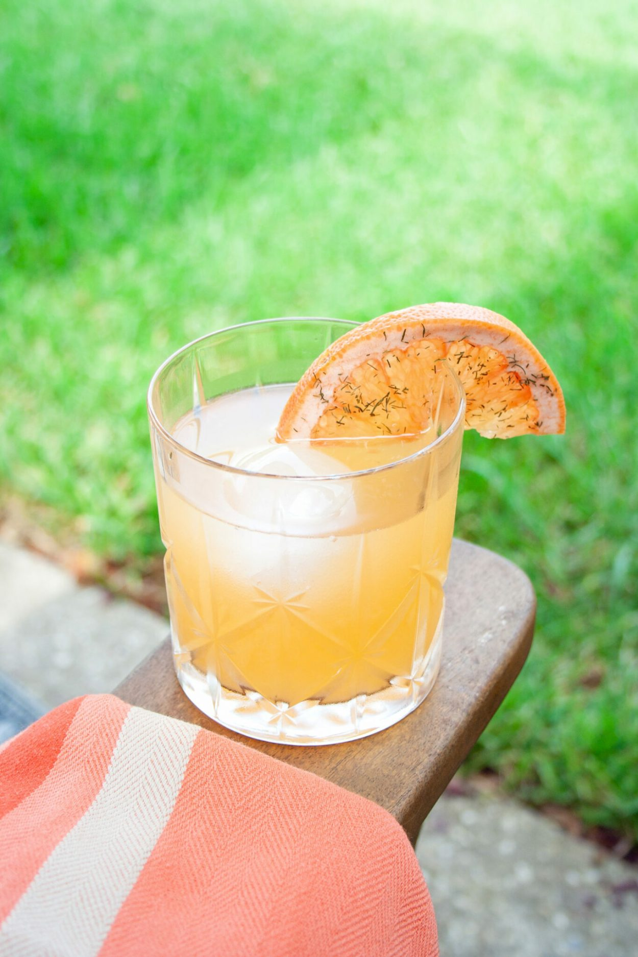 An herbal take on the classic Brown Derby that is a bourbon and grapefruit cocktail mixed together with a honey dill syrup. Can't beat this refreshing bourbon drink. | Elle Talk | #ElleTalk #cocktials #cocktailrecipes #drinks #drinkrecipes #bourbon #brownderby #honeysyrup #Dill