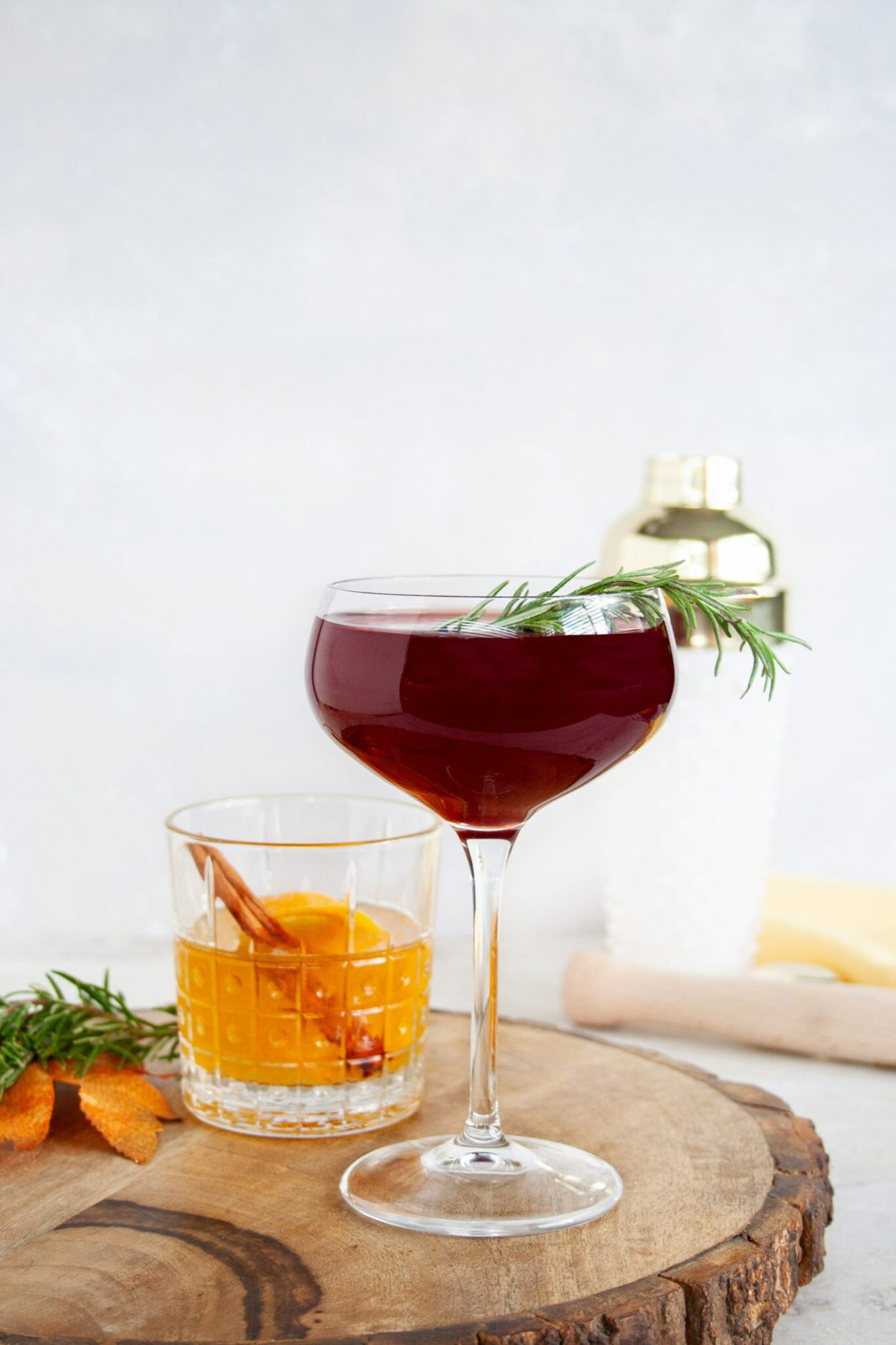 This pomegranate cocktail has notes of muddled rosemary and elderflower. It's herbal with tart notes which makes it a wonderful dry gin cocktail served in an oversized coupe glass, the Bormioli Rocco Spazio glasses. #ElleTalk #sponsored #fall #cocktail #coupe #gin #drygin