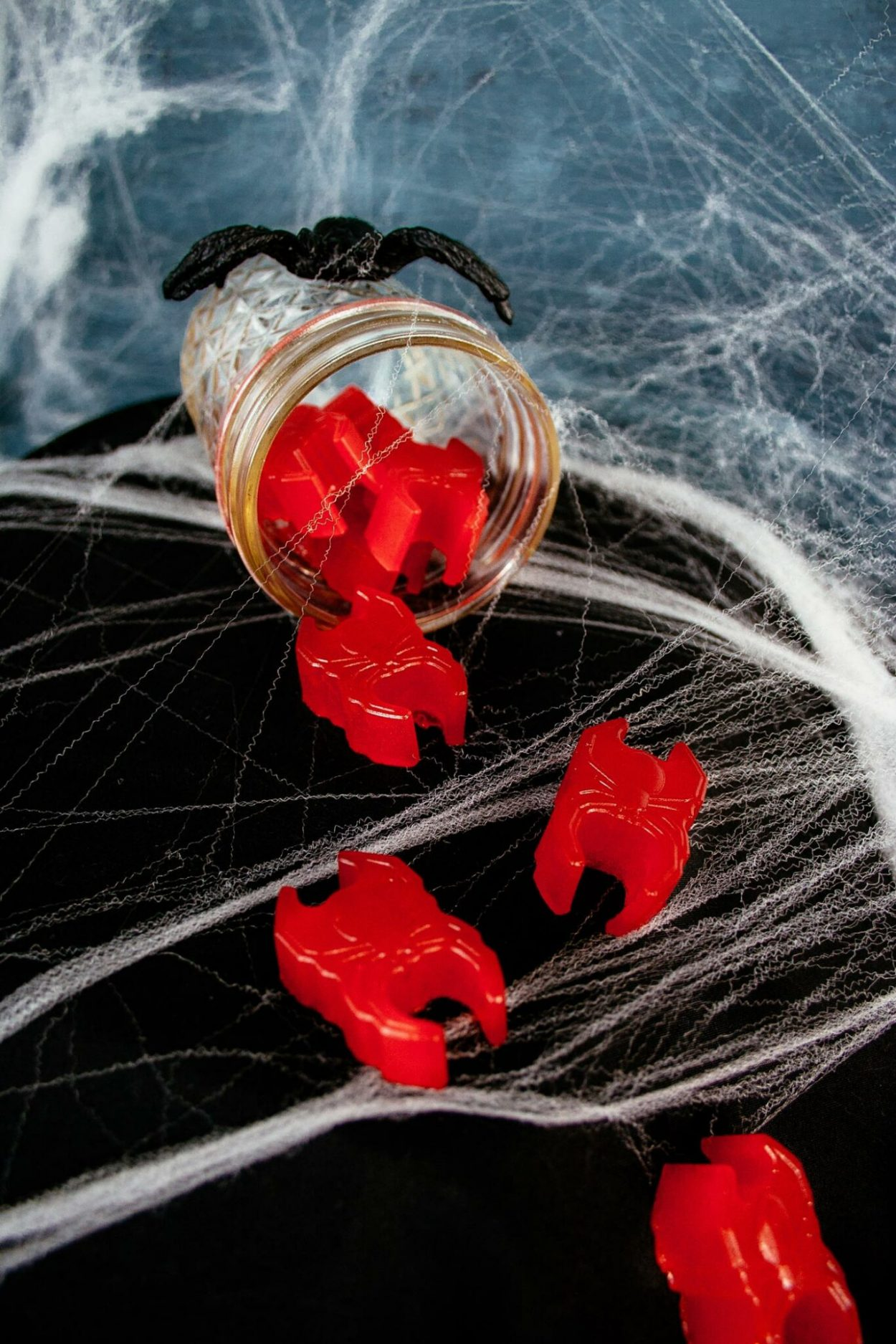 Drunken Gummy Spiders. Recipe for vodka gummy candy that looks like spiders. A fun adult Halloween treat that is easy to make and requires only 3 ingredients. These are similar to vodka gummy bears but require no soaking. #ElleTalk #Cocktails #halloween #vodka #candy
