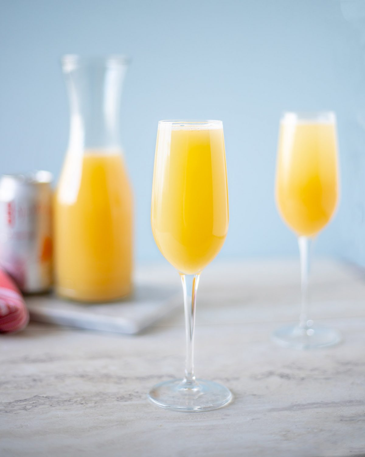 This mimosa mocktail is a non-alcoholic cocktail that uses fresh orange juice and flavored sparkling water similar to the classic mimosa cocktail. #Mocktail #Cocktail #CocktailRecipe #DrinkRecipe #ElleTalk