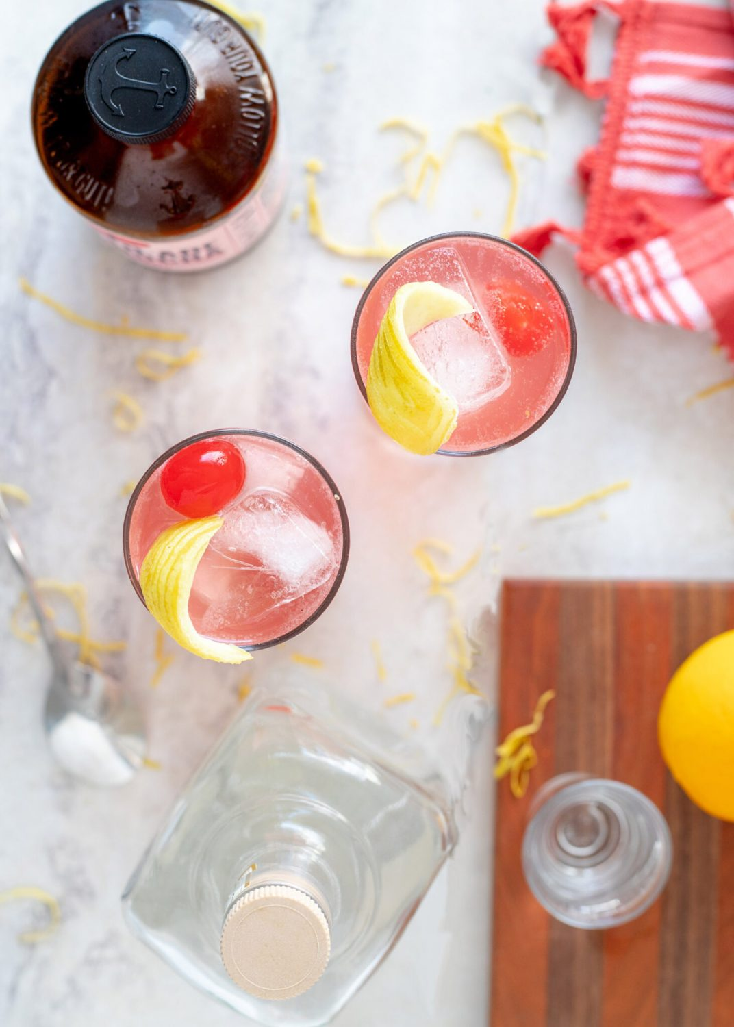 Classic gin fizz cocktail recipe turned kombucha cocktail. This pomegranate kombucha gin fizz is tart and filled with bubbles for a light and easy drinking cocktail. #Cocktail #Kombucha #Cocktailrecipe #Gin #ElleTalk