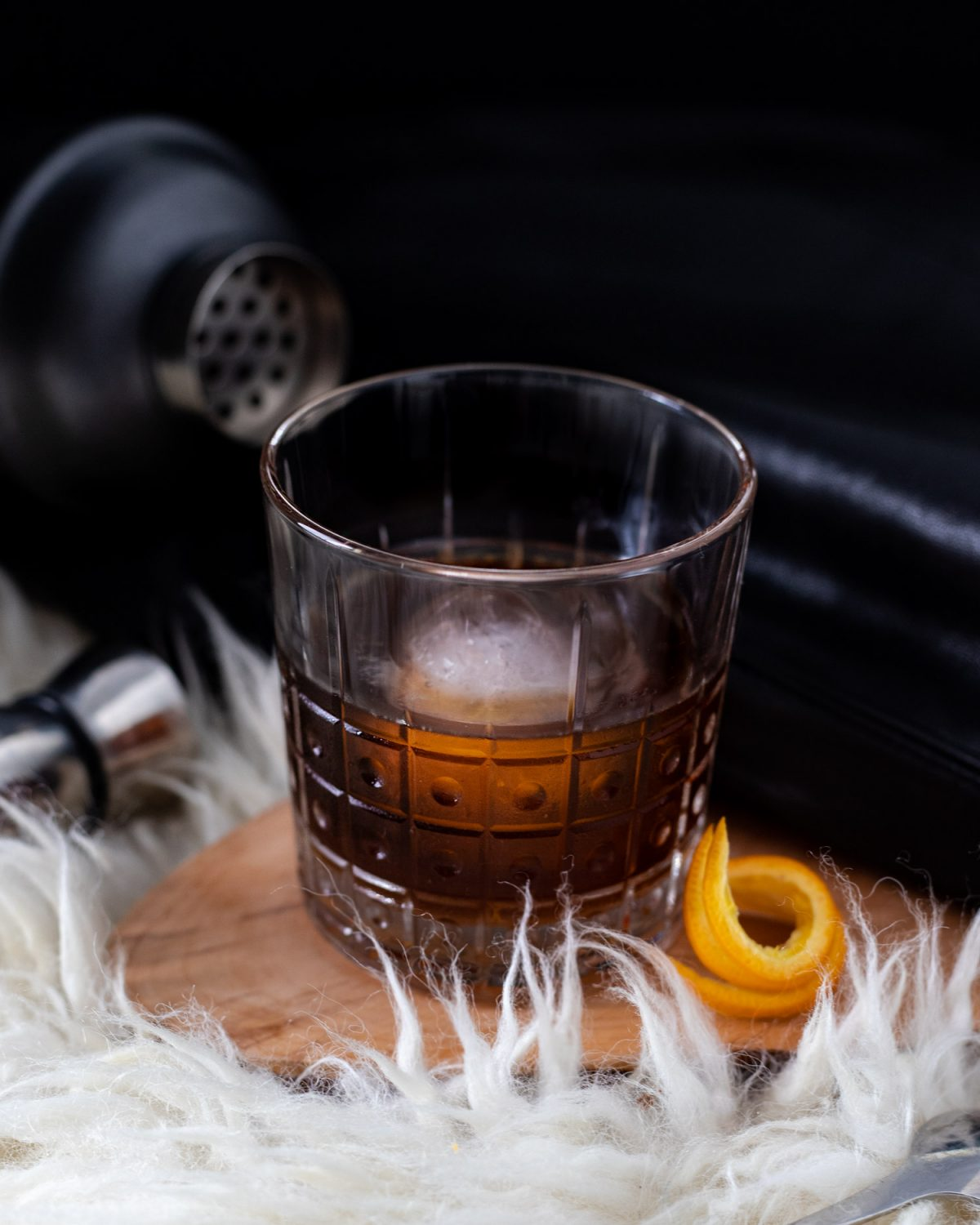 This Aegon cocktail is a Game of Thrones inspired cocktail. This coffee and cognac cocktail is served like a coffee Negroni and could possibly revive you from the dead. Inspired by our favorite Aegon Targaryen, Jon Snow. Perfect for a Game of Thrones watch party! #ElleTalk #Cognac #Negroni #CoffeeCocktail #Coffee #GameofThrones #GameofThronesParty