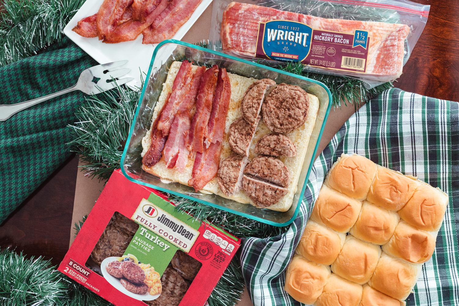 Bacon & Sausage Breakfast sliders for Christmas morning. These Holiday Breakfast Sliders are cheesy, eggy, maple syrup and meaty goodness with Wright® Brand Bacon and Jimmy Dean® Fully Cooked Turkey Sausage Patties. This recipe can be a make ahead breakfast with assembly needed only before baking on Christmas! #sponsored #ElleTalk #BreakfastRecipe #ChristmasRecipe #HolidayRecipe #christmasmorning #ChristmasEntertaining