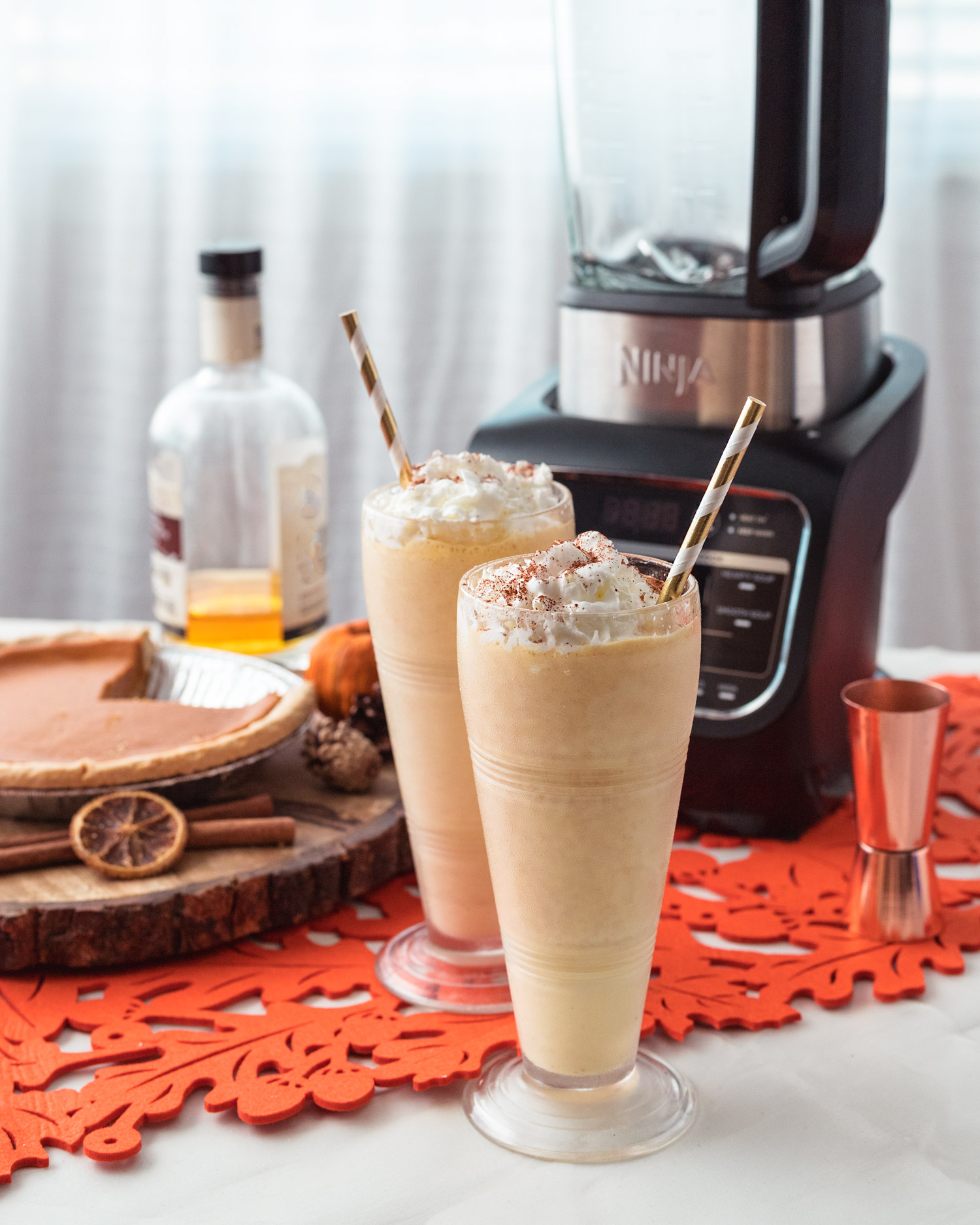 What to do with leftover pumpkin pie? Make these Bourbon Pumpkin Pie Boozy Milkshakes! This is also a great way to use leftover pecan pie too! #ElleTalk #Leftovers #pumpkinpie #pecanpie #bourbon #BoozyTreats #Milkshake #Dessert